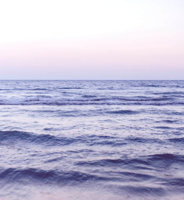 waves-on-a-wide-blue-sea-JRWPD2V (1)