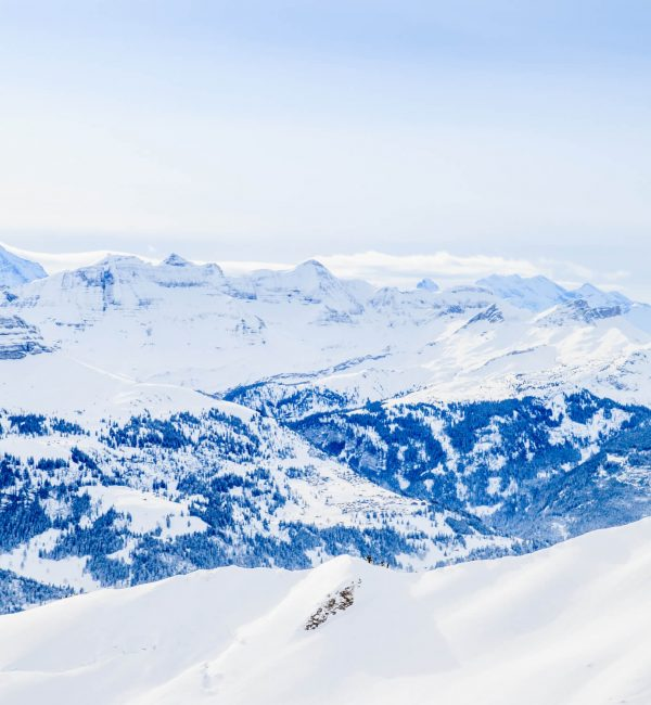 winter-snow-covered-mountain-peaks-in-europe-the-a-PQY4R6H (1)